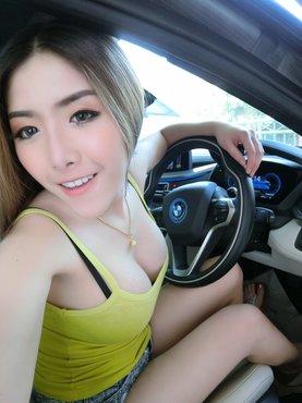 เหมาเหมา - แสงระวี จันทร์สคราญ ในรถ BMW i8