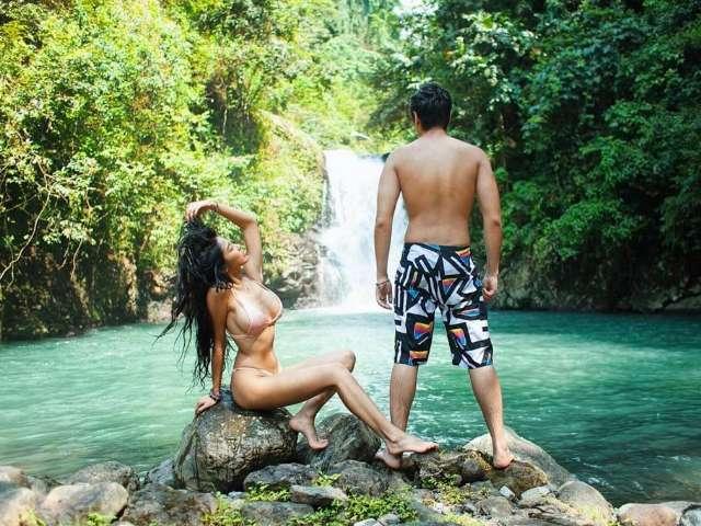 หวาย กามิกาเซ่ โพสต์ถ่ายรูปกับแฟนหนุ่ม บริเวณน้ำตกที่ บาหลี อินโดนิเซีย