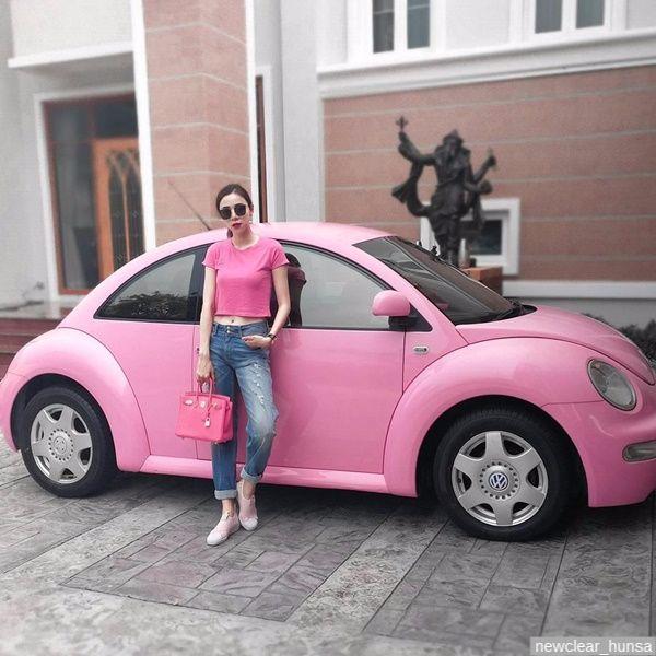 นิวเคลียร์ หรรษา ถ่ายคู่กับรถเต่าสีชมพู บับเบิ้ลบี
