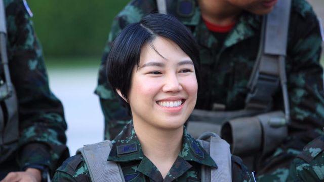 ผู้กองลิน พันตรีหญิง เยาวพา พนังจำรัส สวย จิตใจดี ยิงปืนแม่น เปิดเผยโดย วาสนา นาน่วม รูป 3