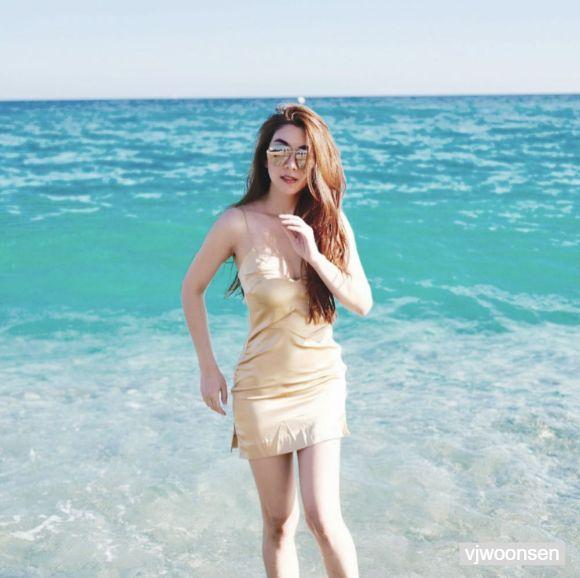 วีเจวุ้นเส้น วิริฒิพา โพสต์ท่าถ่ายรูปที่ Nice Beach, the French Riviera ประเทศฝรั่งเศส