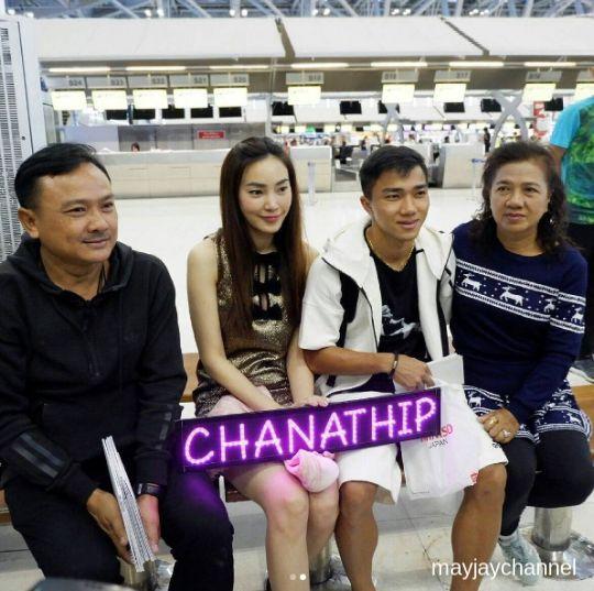 เมย์ พิชญ์นาฎและแฟนคลับจำนวนมากเดินทางมาส่ง เจ ชนาธิปที่สนามบิน-2
