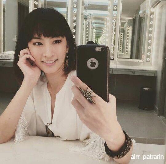 แอร์ ภุมวารี หรือ ภัทราริน ยอดกลม กับโทรศัพท์ iPhone เครื่องโปรด