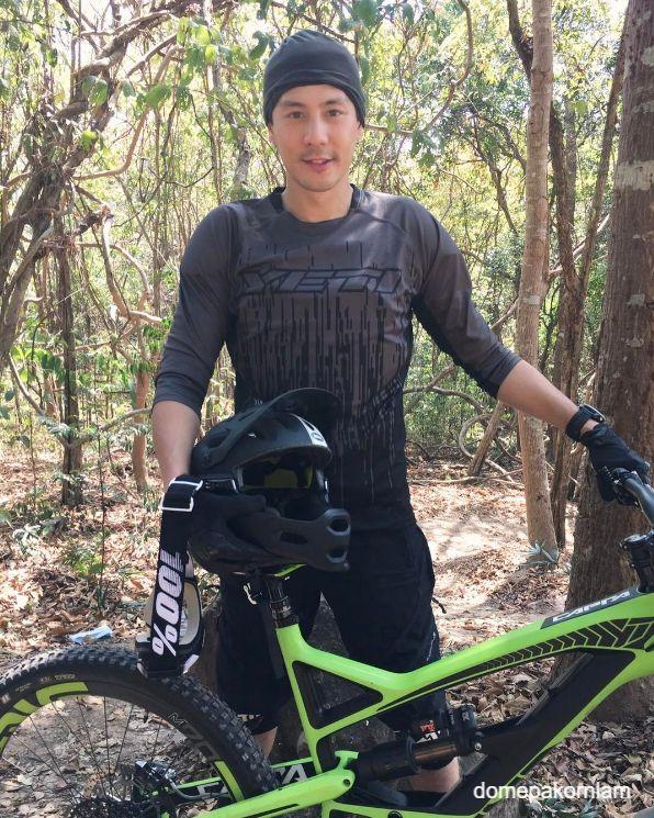 โดม ปกรณ์ ลัม กับจักรยานดาวน์ฮิลล์คู่ใจ ราคาสุดโหด