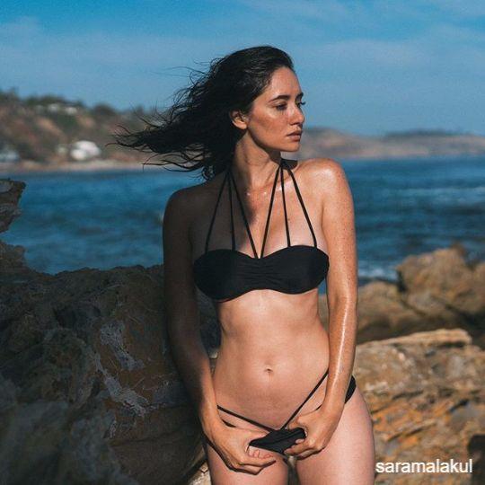 ซาร่า มาลากุล อวดหุ่นแซ่บ ในชุดว่ายน้ำ