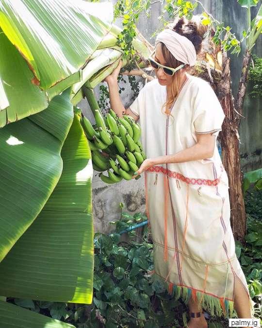 ปาล์มมี่ ถ่ายกับกล้วยที่ปลูกเองในบ้าน