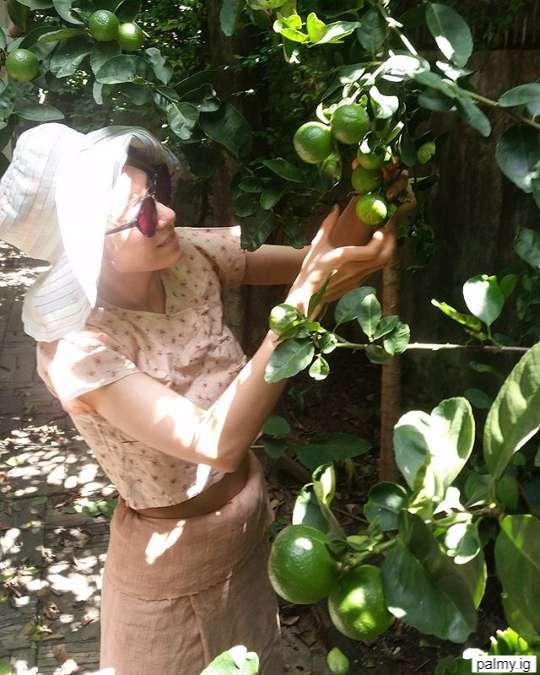 ปาล์มมี่ ถ่ายกับมะนาวที่ปลูกเองในบ้าน