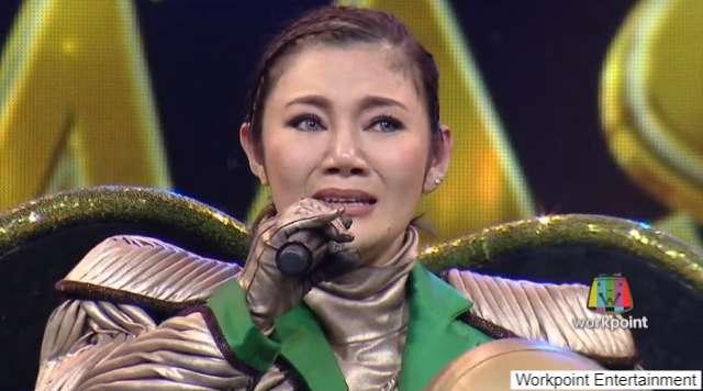 หน้ากากเต่า หรือ ลูกนัท ปนัดดา เรืองวุฒิ ร้องไห้หลังเปิดหน้ากาก ใน The Mask Singer หน้ากากนักร้อง ซีซัน 2