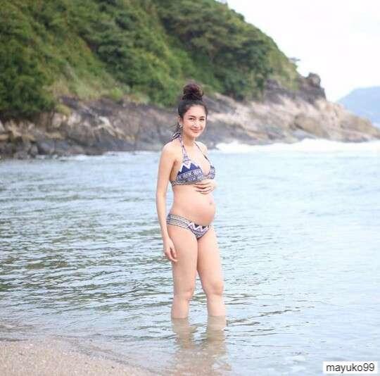 เนย โชติกา ท้อง 6 เดือน 24 สัปดาห์ในชุดว่ายน้ำบิกินี่ ทูพีช ที่ทะเลภูเก็ต 1