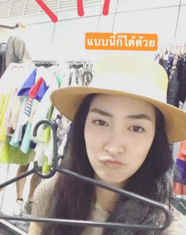 แพนเค้ก อัดคลิปถือไม้แขวนเสื้อในมือ หลังจากโดนขโมยเสื้อไป ที่งาน Thailand best shopping fair 2017