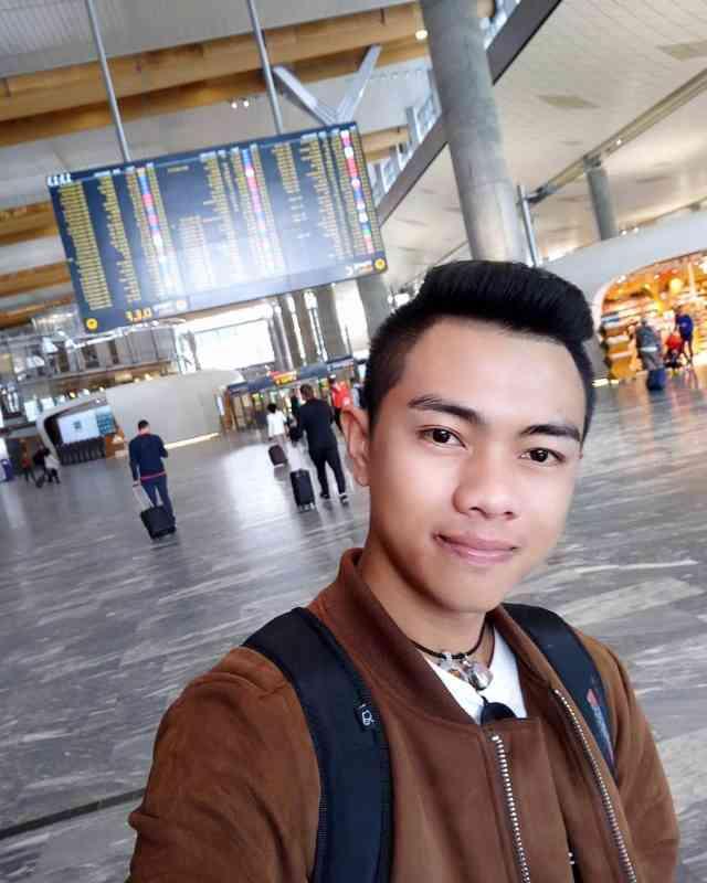 แซ็ค ชุมแพ ที่สนามบิน ประเทศสวีเดน