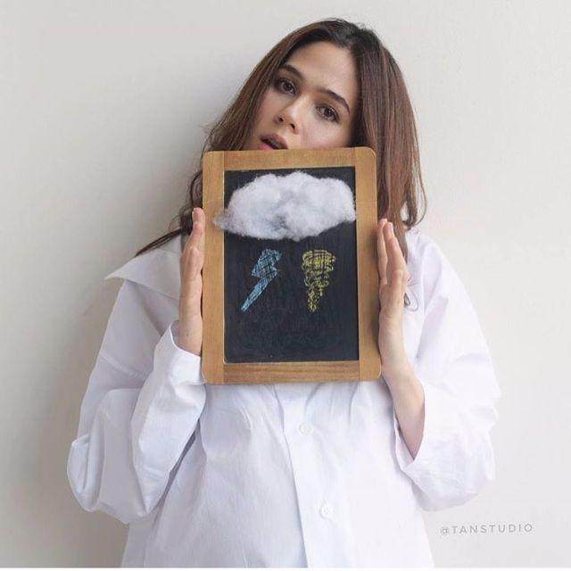 ชมพู่ อารยา ถือรูป สายฟ้า กับพายุ