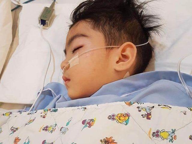 น้องสกาย ขณะรักษาตัวอยู่ที่โรงพยาบาล