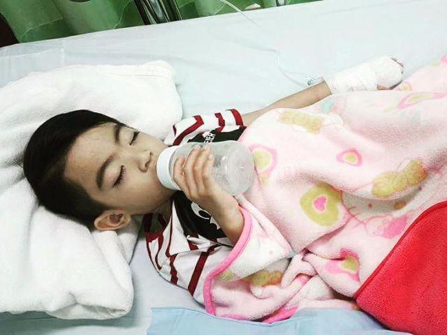 น้องสกาย ดูดนมอยู่ที่โรงพยาบาล