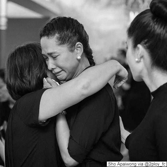 พลอย เฌอมาลย์ ร้องไห้ ในงานศพยาย