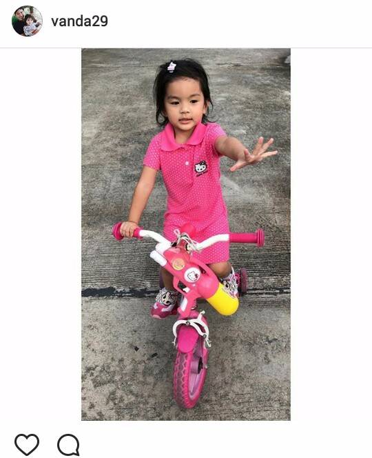 แม่โบว์ แวนด้า โพสต์ไอจีรูปน้องมะลิ กำลังขี่จักรยาน สีชมพู