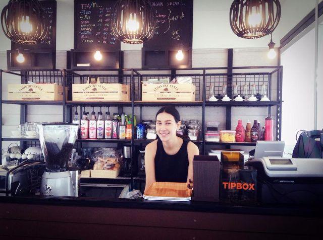 บรรยากาศภายในร้านกาแฟ c'sect si bon coffee ของ แซนวิช ปภาดา