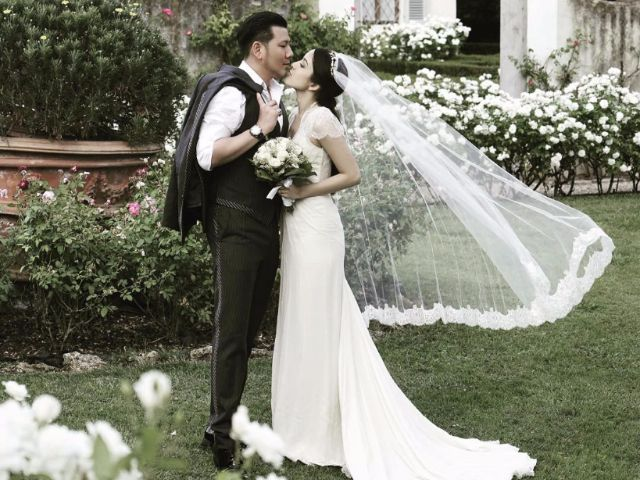 พิ้งกี้ สาวิกา กับสามี ในชุดแต่งงาน