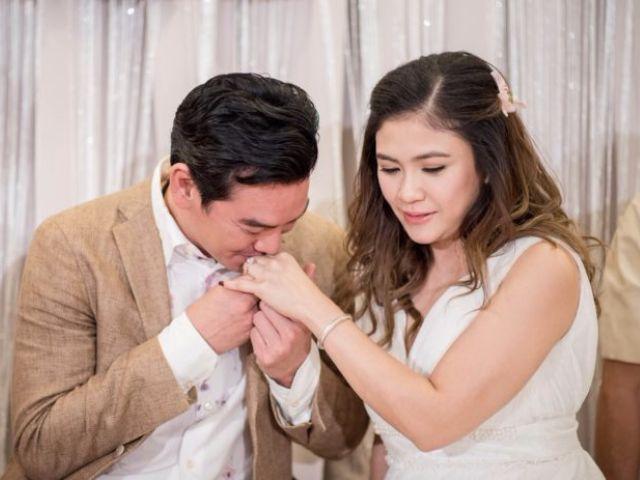ชาคริต จูบมือ แอน ภัททิรา ในพิธีแต่งงาน
