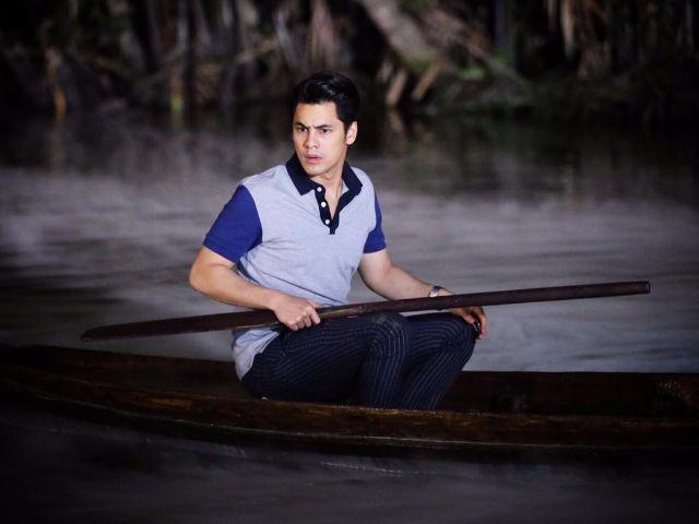 ดานุ กำลังพายเรือ ในละคร วังนางโหง
