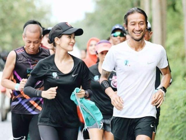ตูน บอดี้สแลม และก้อย รัชวิน ขณะกำลังวิ่งในโครงการ ก้าวคนละก้าว