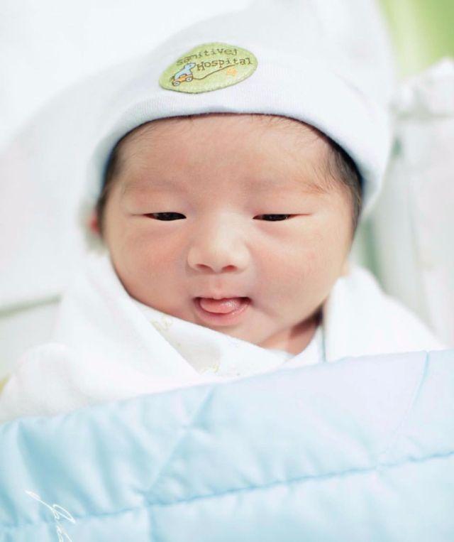 ส่องพิสูจน์ความน่ารักน่าชัง น้องอคิณ ลูกสุดรักของแม่ เนย โชติกา รูปที่ 002