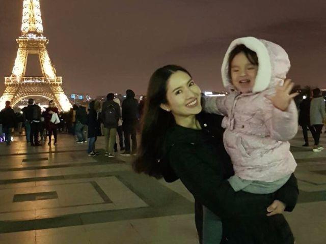 แอฟ ทักษอร กับน้องปีใหม่ ที่หอไอเฟล ฝรั่งเศส