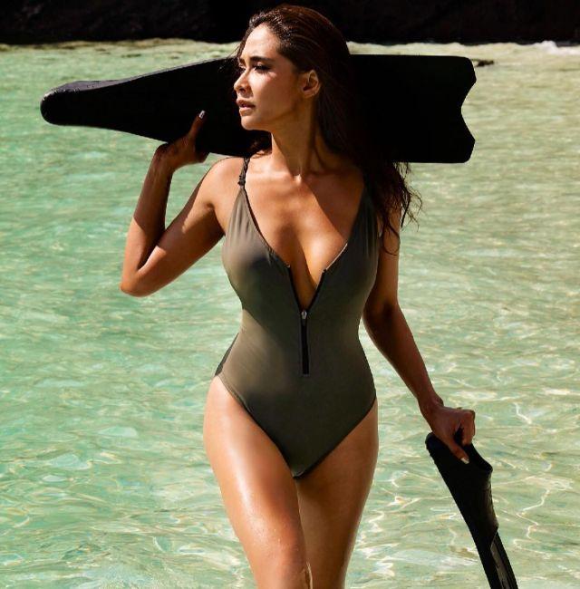 พลอย เฌอมาลย์ อวดแซ่บ หุ่นนาฬิกาทราย เปิดตัวชุดว่ายน้ำของตัวเอง