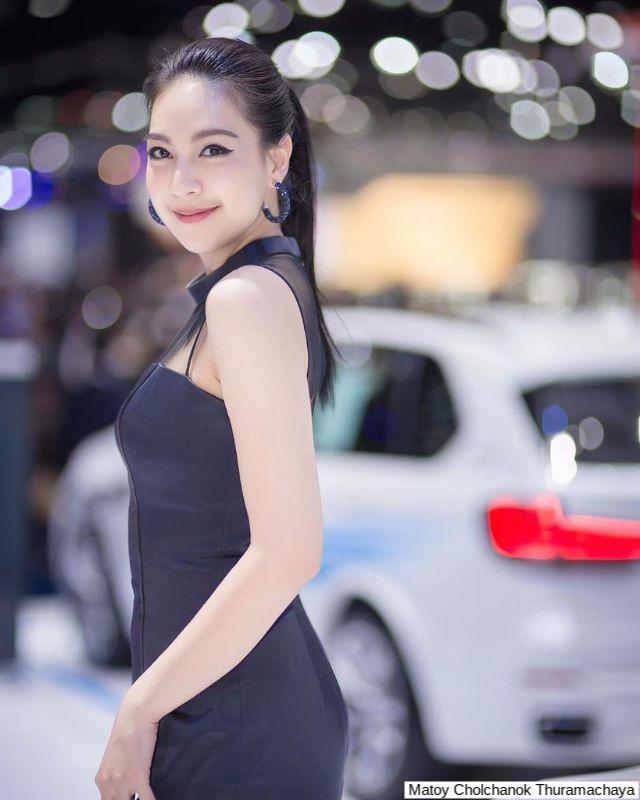 มะตอย ชลชนก บูธ BMW motor expo 2017
