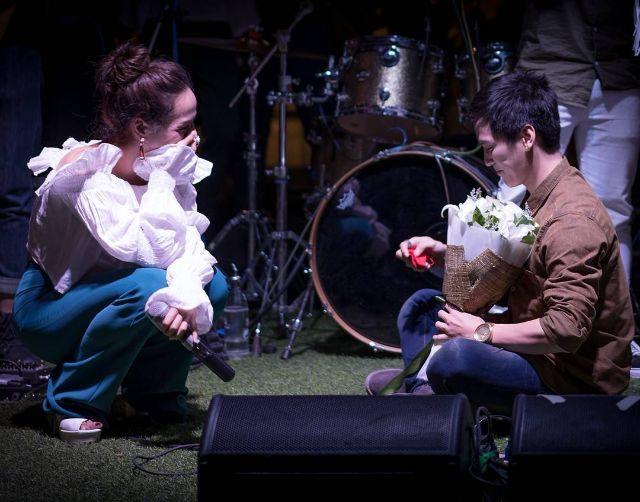 เต้ย ธโนทัย เซอร์ไพรส์ขอ ซาร่า เอเอฟ3 แต่งงานกลางคอนเสิร์ต