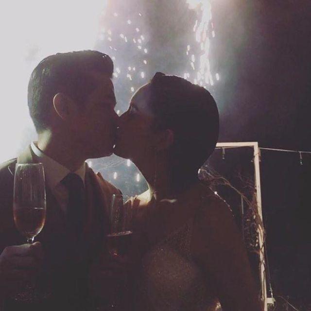 แต่งงาน จ๊ะ เอิร์น จูบ โรแมนติด จุดพลุ