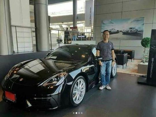 รถ Porsche 718 Cayman ของเจมส์ จิรายุ ซื้อให้พ่อ