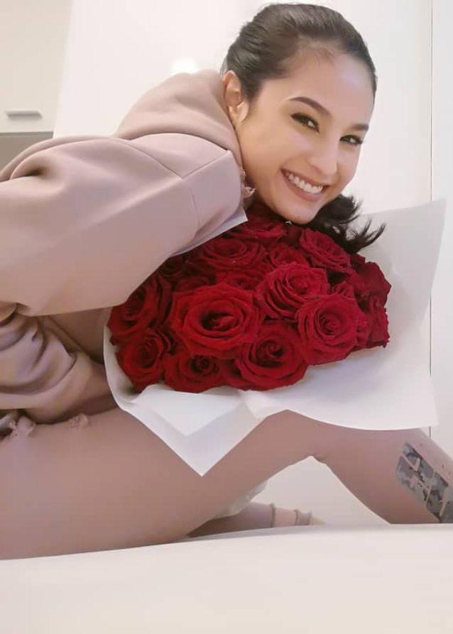 ดราม่า ขวัญ อุษามณี ได้รับดอกไม้วาเลนไทน์จาก Mr.J คนที่ไม่บอกก็รู้ว่าคือใคร