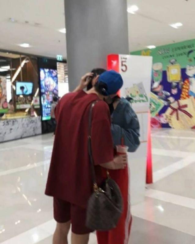 เบล เลลาณี จูบ อาเมน เดอะสตาร์ กลางห้าง รูปที่ 2