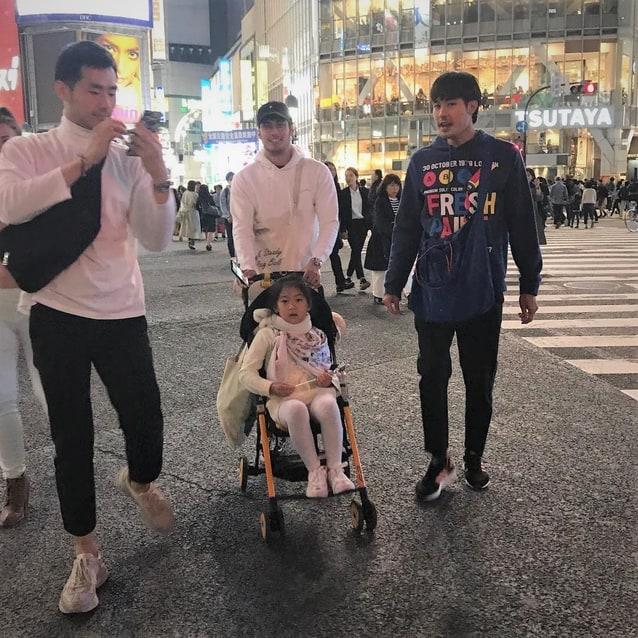 น้องวัยใหม่ สบาย นั่งรถเข็นเที่ยวญี่ปุ่น