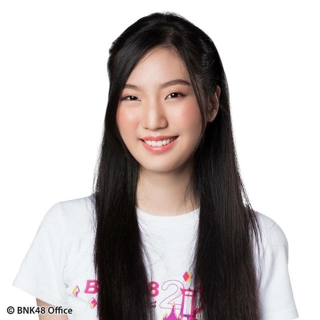 แนทเธอรีน bnk48 รุ่น 2