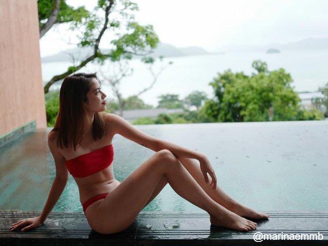 ส่อง มารีน่า น้องสาว มาร์กี้ ในชุดว่ายน้ำแบบทูพีซ สีแดงสด เผ็ชสะระตี่