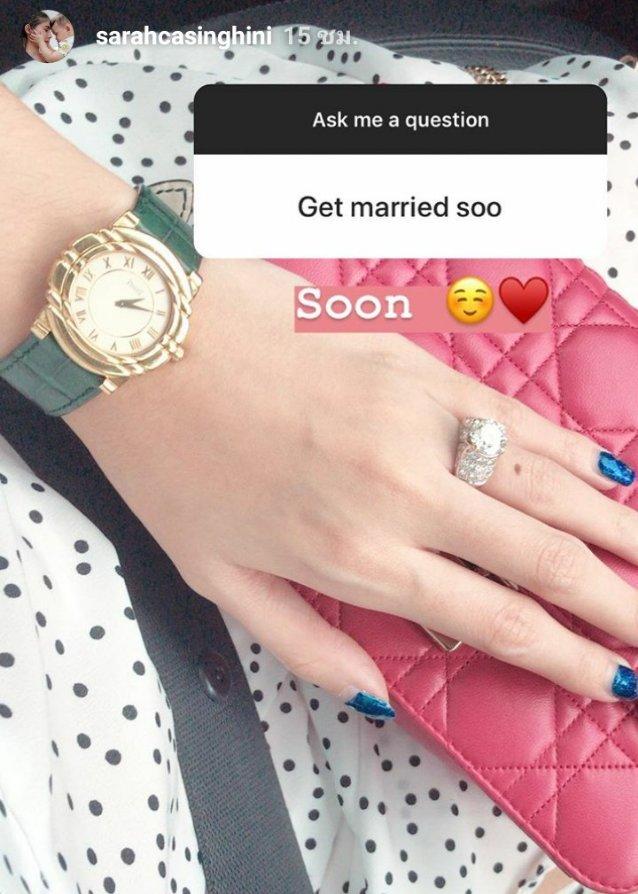 ซาร่า คาซิงกินี โชว์ให้เห็นแหวนหมั้นที่นิ้วนางซ้าย และบอกว่า เตรียมจะแต่งงานเร็ว ๆ นี้