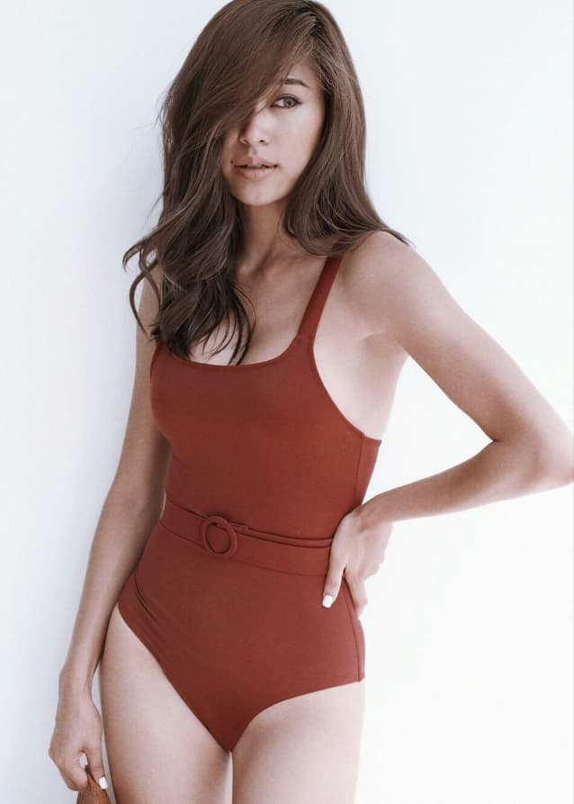 ยิปซี คีรติ อวดหุ่นอัปไซส์ในชุดว่ายน้ำ กับลุคผิวสีแทนสุดเซ็กซี่