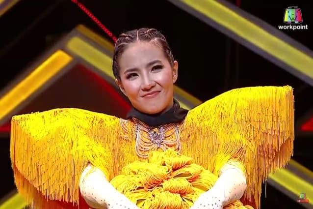 หน้ากากฝอยทอง ที่แท้แล้วเธอคือ นักร้องเสียงดี ลูกสาวของพระเอกรุ่นเก๋าคนนี้