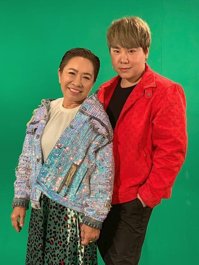 ดีเจบุ๊กโกะ กับคุณแม่ ที่ก่อนนี้พาไปโมหน้าใหม่ที่เกาหลี