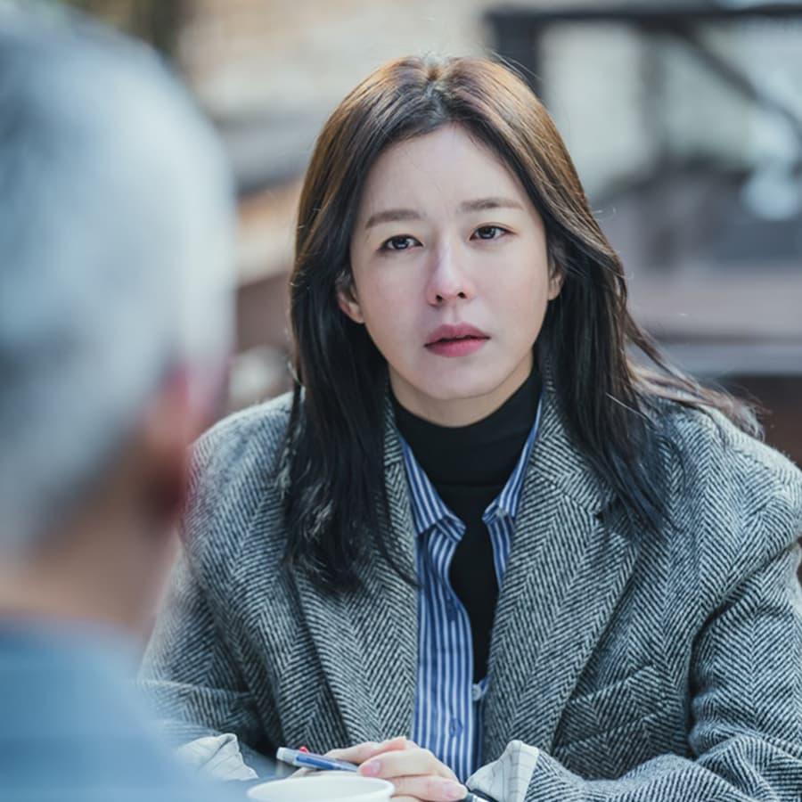 ชเวฮงจู (รับบทโดย คยองซูจิน)