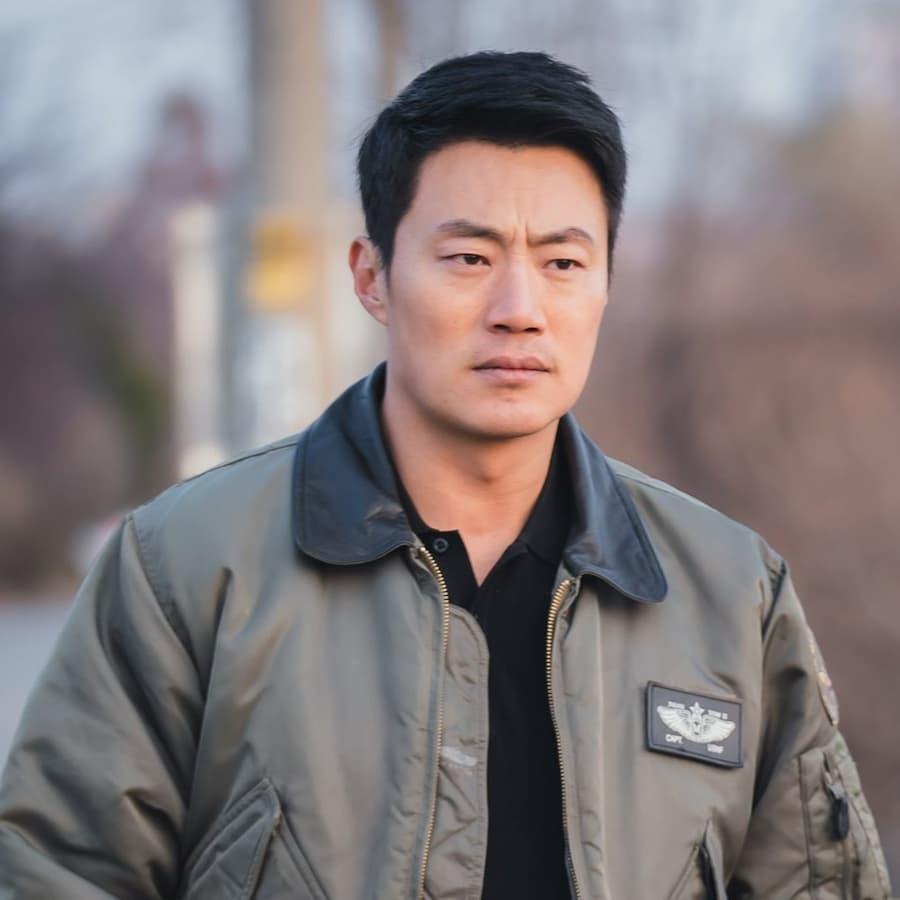 โกมูจิ (รับบทโดย อีฮีจุน)