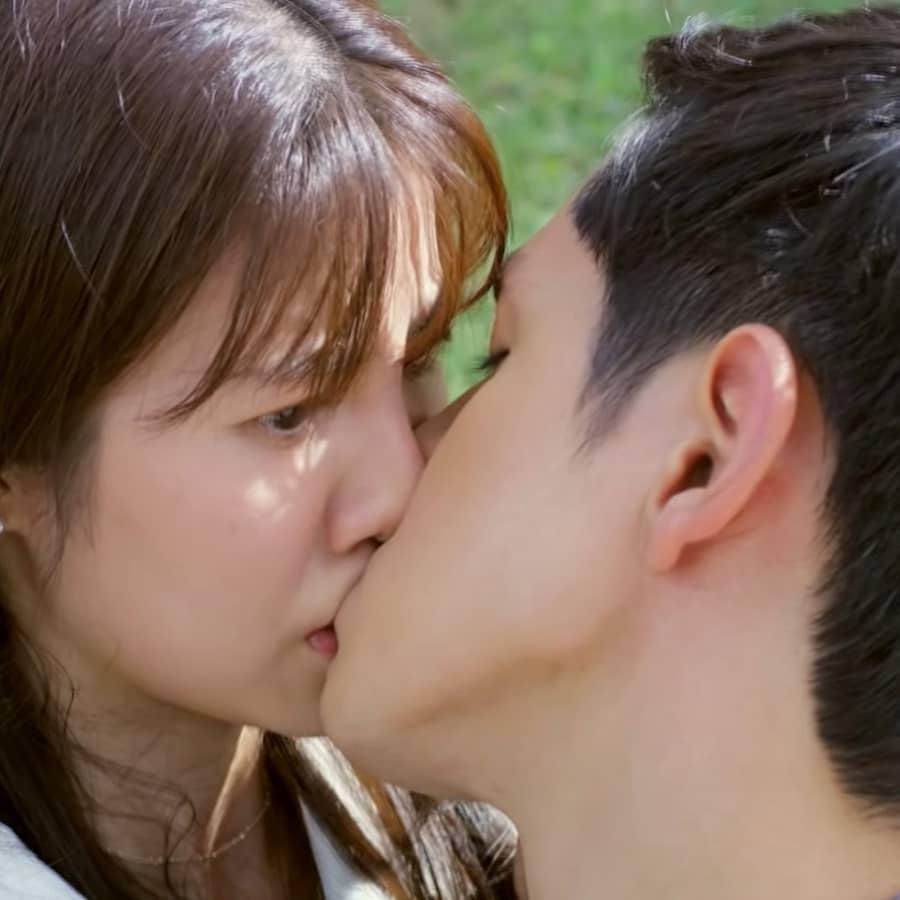 เอสเธอร์ ฟิล์ม จูบ