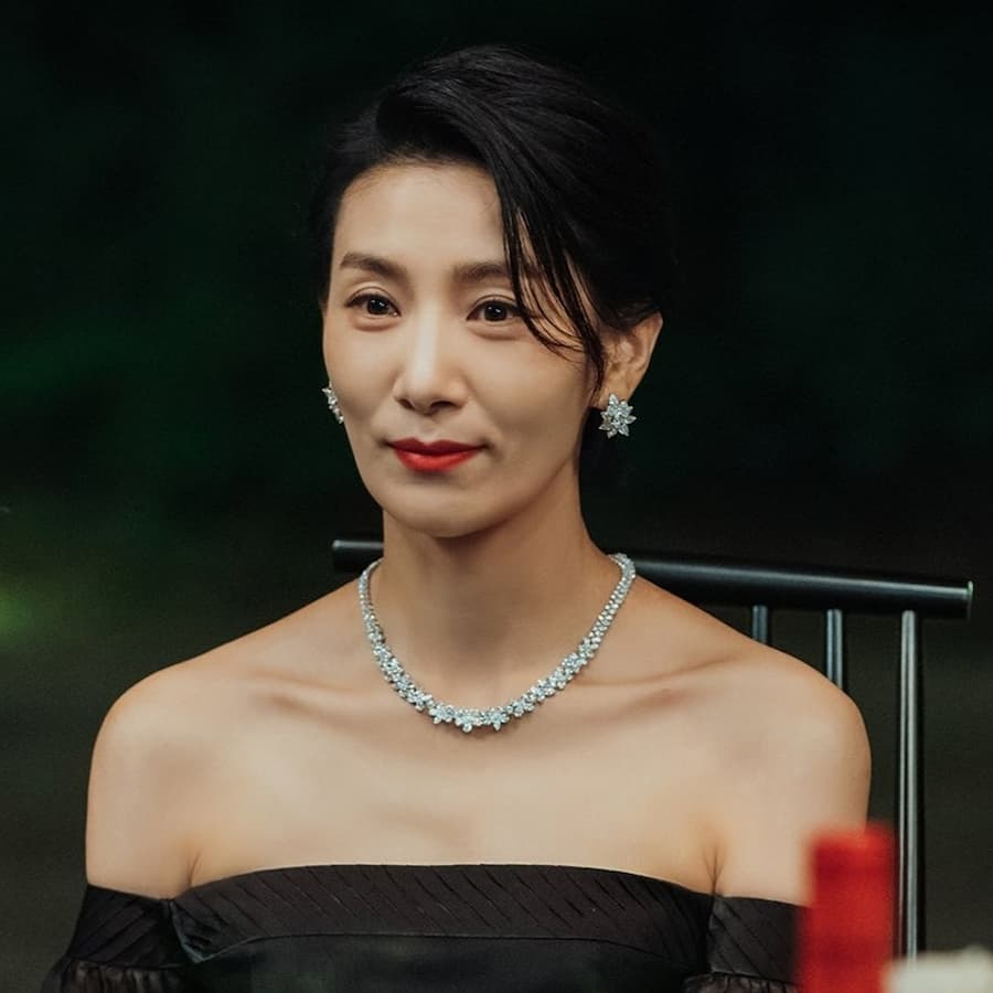 จองซอฮยอน รับบทโดย คิมซอฮยอง