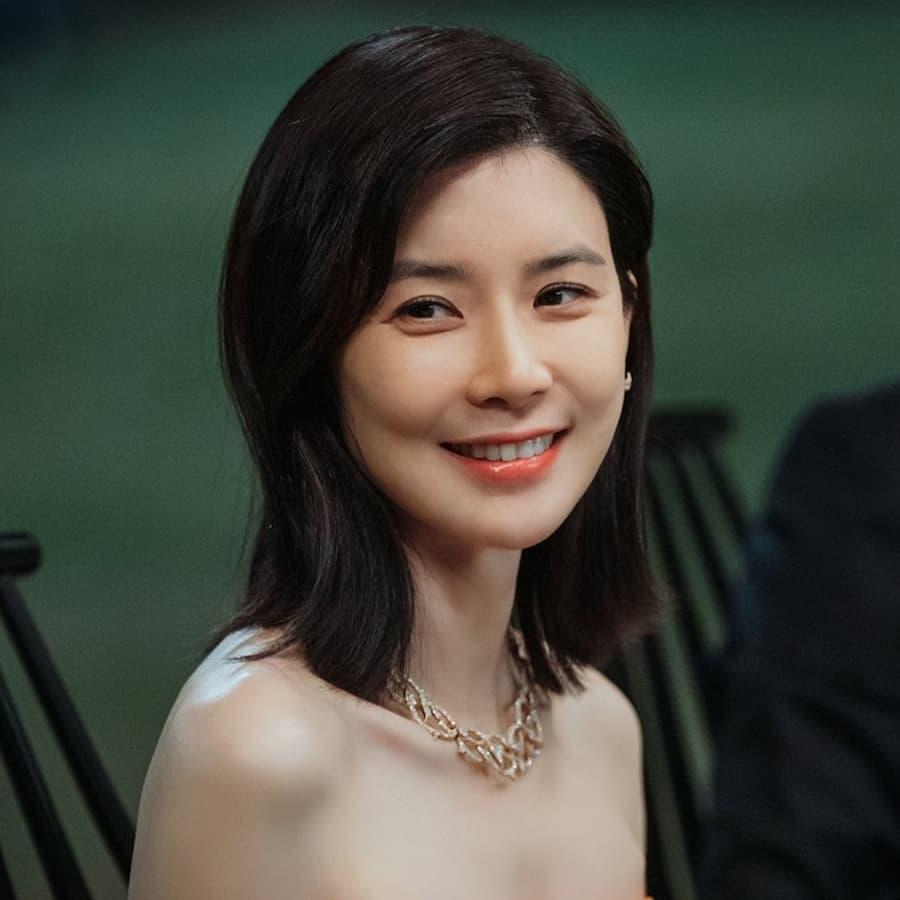 ซอฮีซู รับบทโดย อีโบยอง