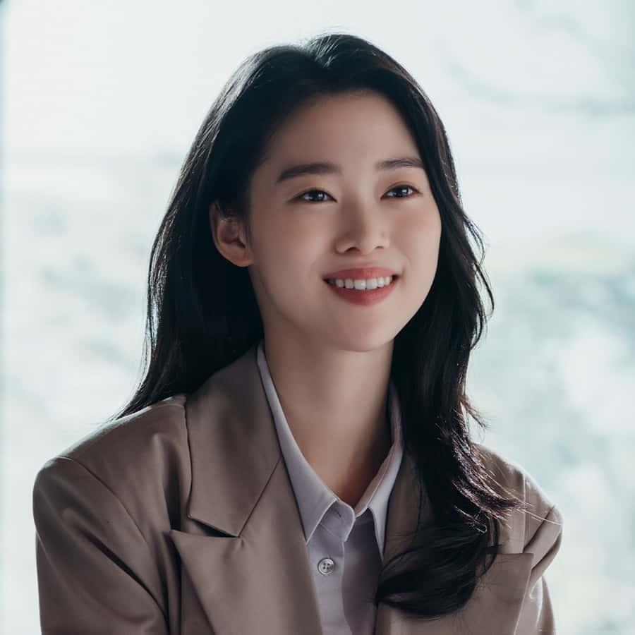 คิมยูยอน (จองอีซอ) เด็กยากจนที่ได้รับโอกาสให้มาเป็นสาวใช้ที่คฤหาสน์ฮโยวอน