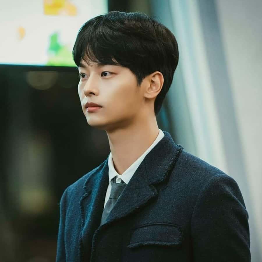 ฮันซูฮยอก (ชาฮักยอน) หนุ่มวัยรุ่นผู้เกิดมาบนความเพียบพร้อม จนหาตัวตนของตัวเองไม่เจอ