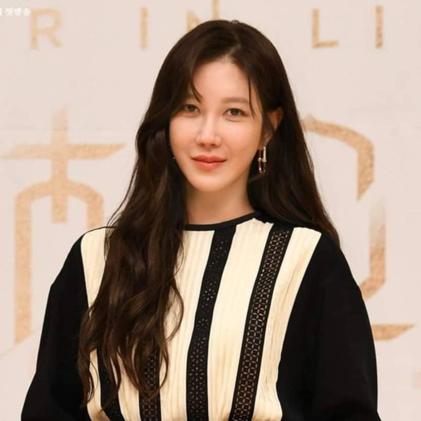 ชิมซูรยอน รับบทโดย อีจีอา